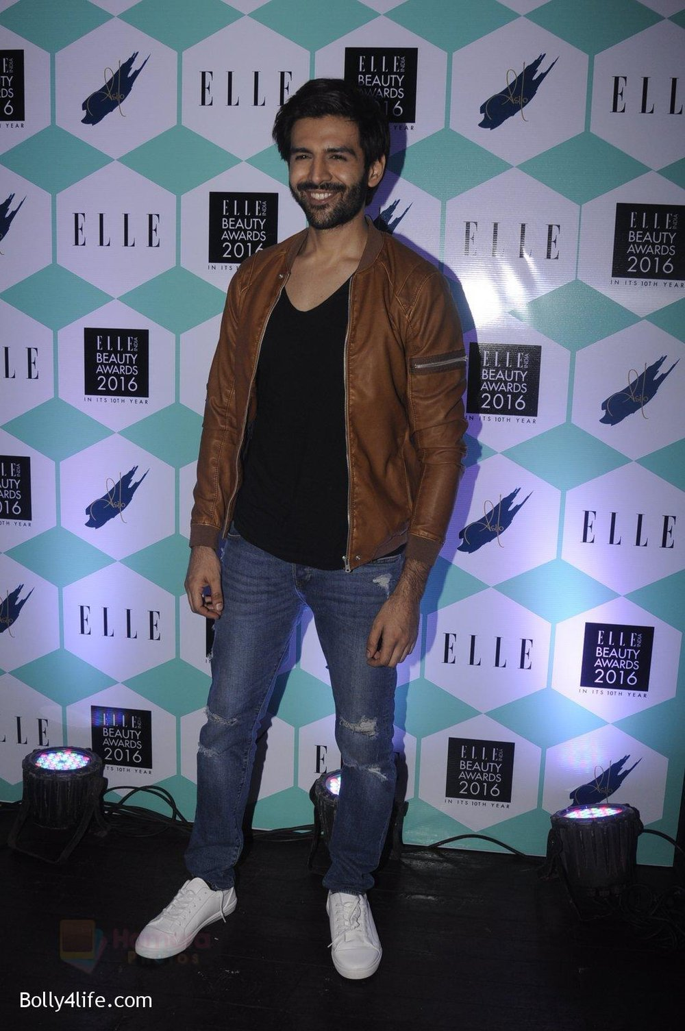 Karthik-Aaryan-at-Elle-Beauty-Awards-on-5th-Oct-2016-150.jpg