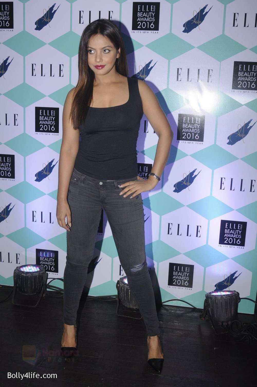 Neetu-Chandra-at-Elle-Beauty-Awards-on-5th-Oct-2016-34.jpg