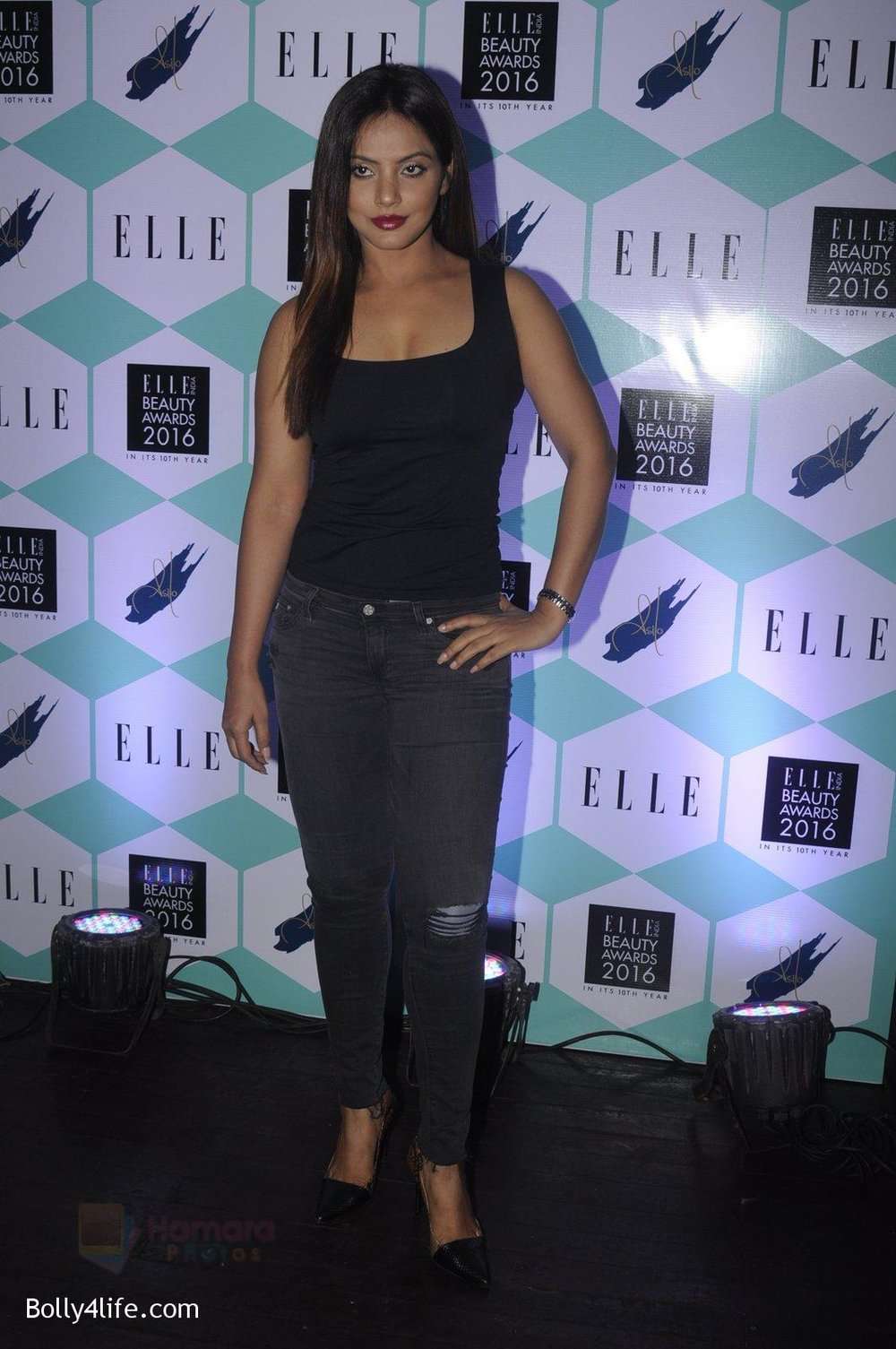 Neetu-Chandra-at-Elle-Beauty-Awards-on-5th-Oct-2016-36.jpg