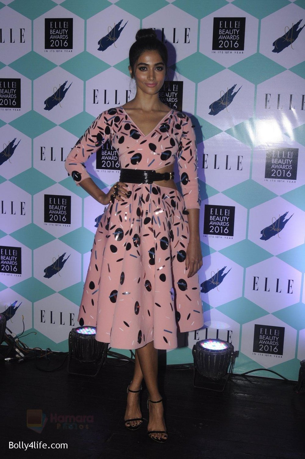 Pooja-Hegde-at-Elle-Beauty-Awards-on-5th-Oct-2016-63.jpg