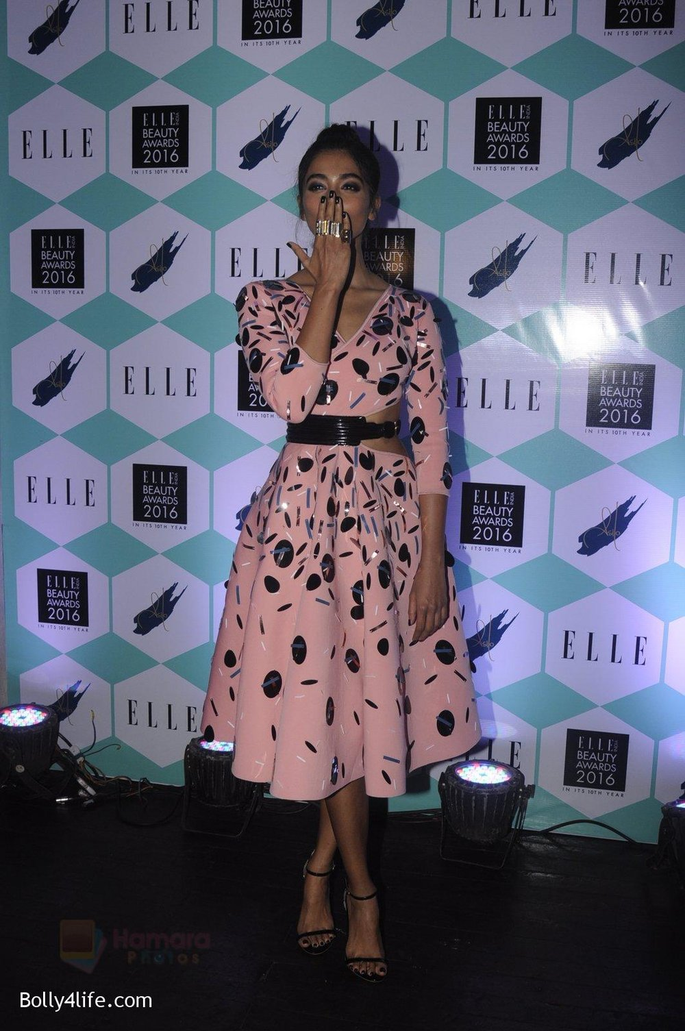 Pooja-Hegde-at-Elle-Beauty-Awards-on-5th-Oct-2016-67.jpg