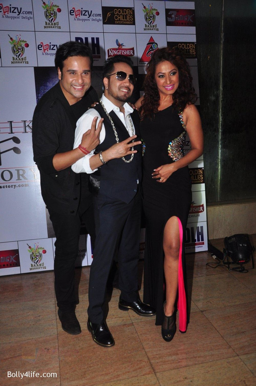 Mika-Singh-at-Kashmira-Shah_s-bash-for-film-Come-back-to-me-on-5th-Oct-2016-104.jpg