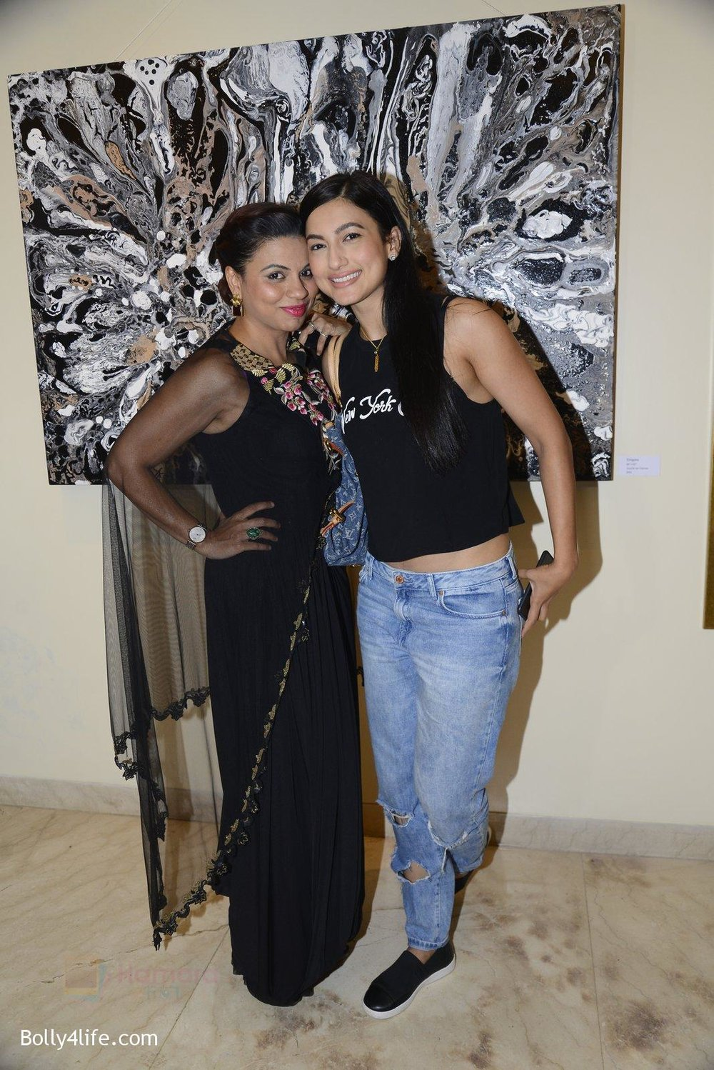 Gauhar-Khan-at-Anu-Malhotra-art-exhibition-in-Mumbai-on-5th-Oct-2016-148.jpg