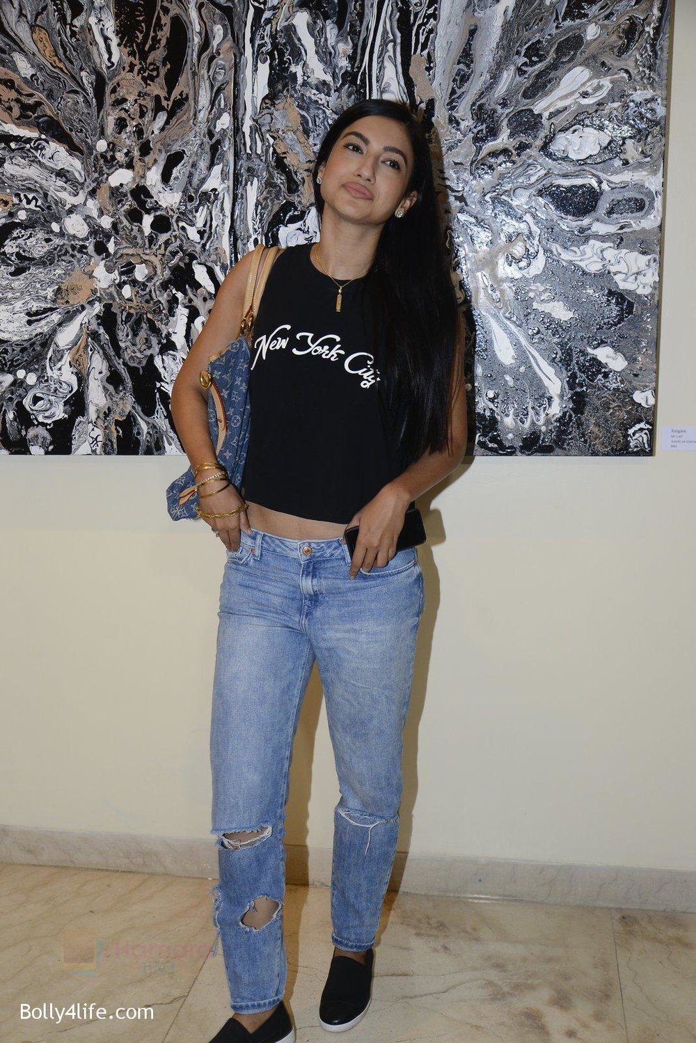 Gauhar-Khan-at-Anu-Malhotra-art-exhibition-in-Mumbai-on-5th-Oct-2016-151.jpg