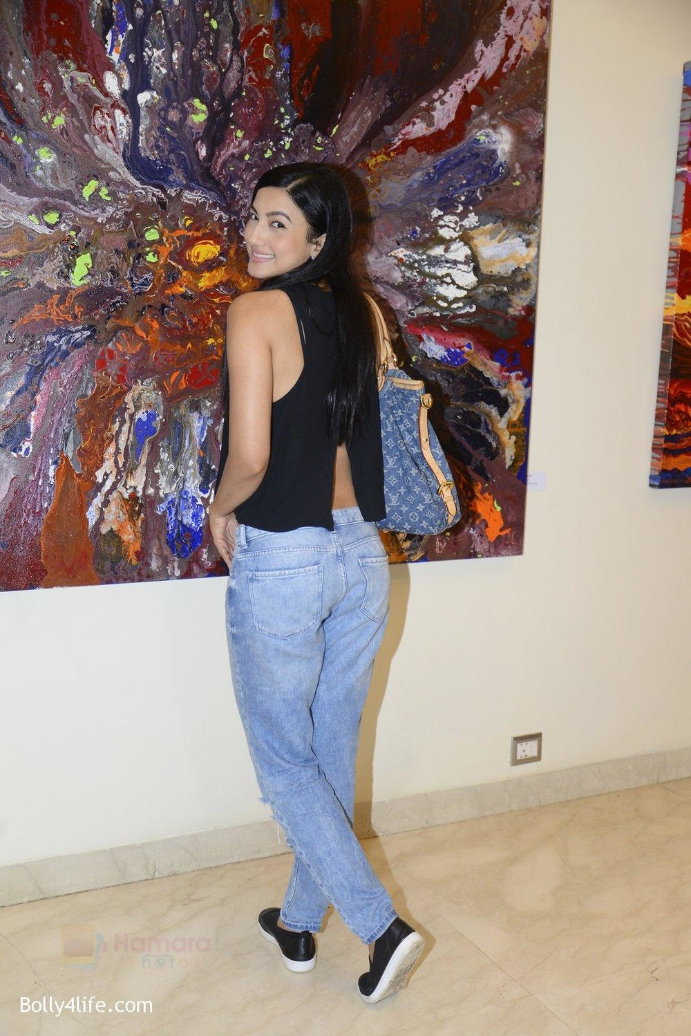 Gauhar-Khan-at-Anu-Malhotra-art-exhibition-in-Mumbai-on-5th-Oct-2016-183.jpg