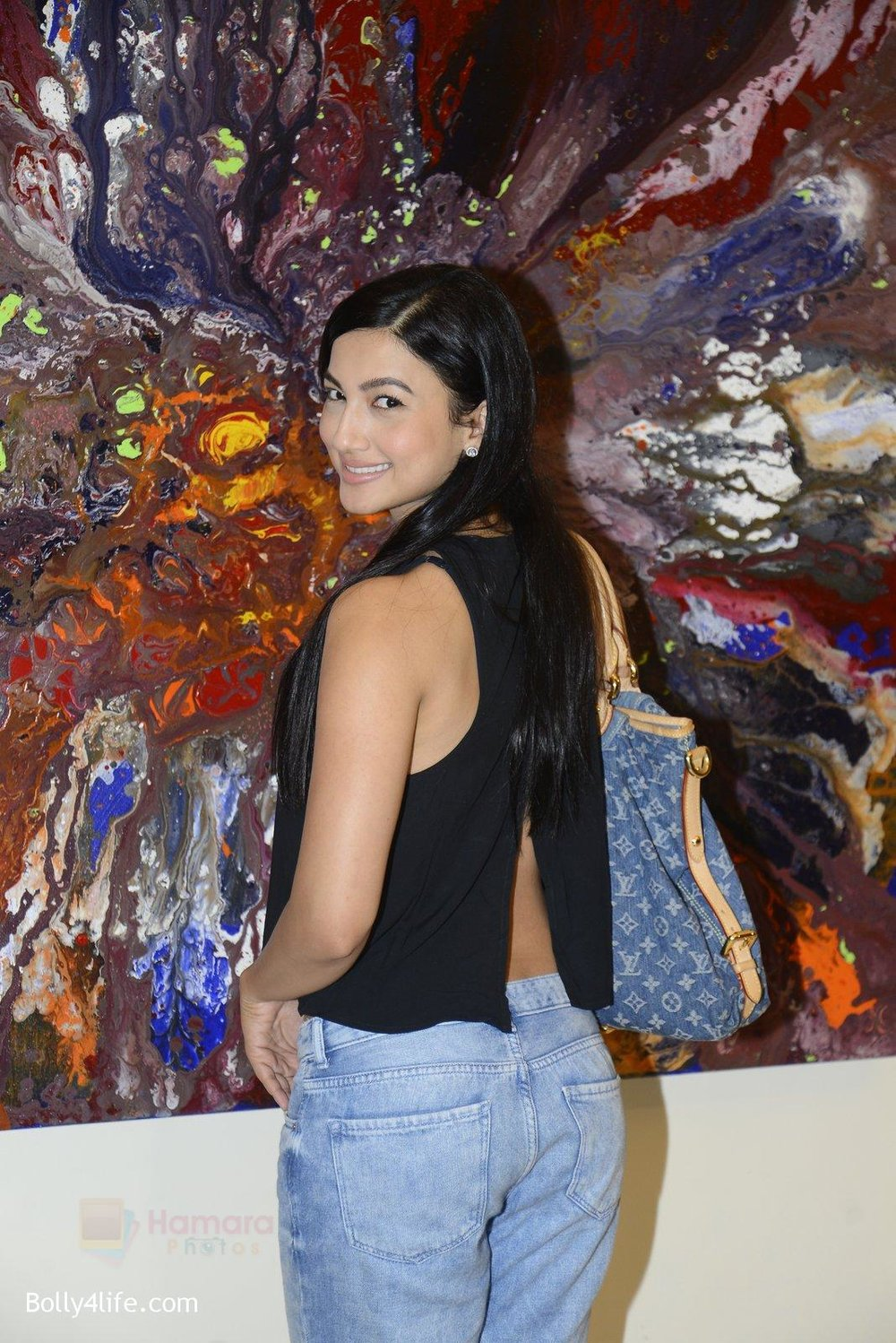 Gauhar-Khan-at-Anu-Malhotra-art-exhibition-in-Mumbai-on-5th-Oct-2016-184.jpg