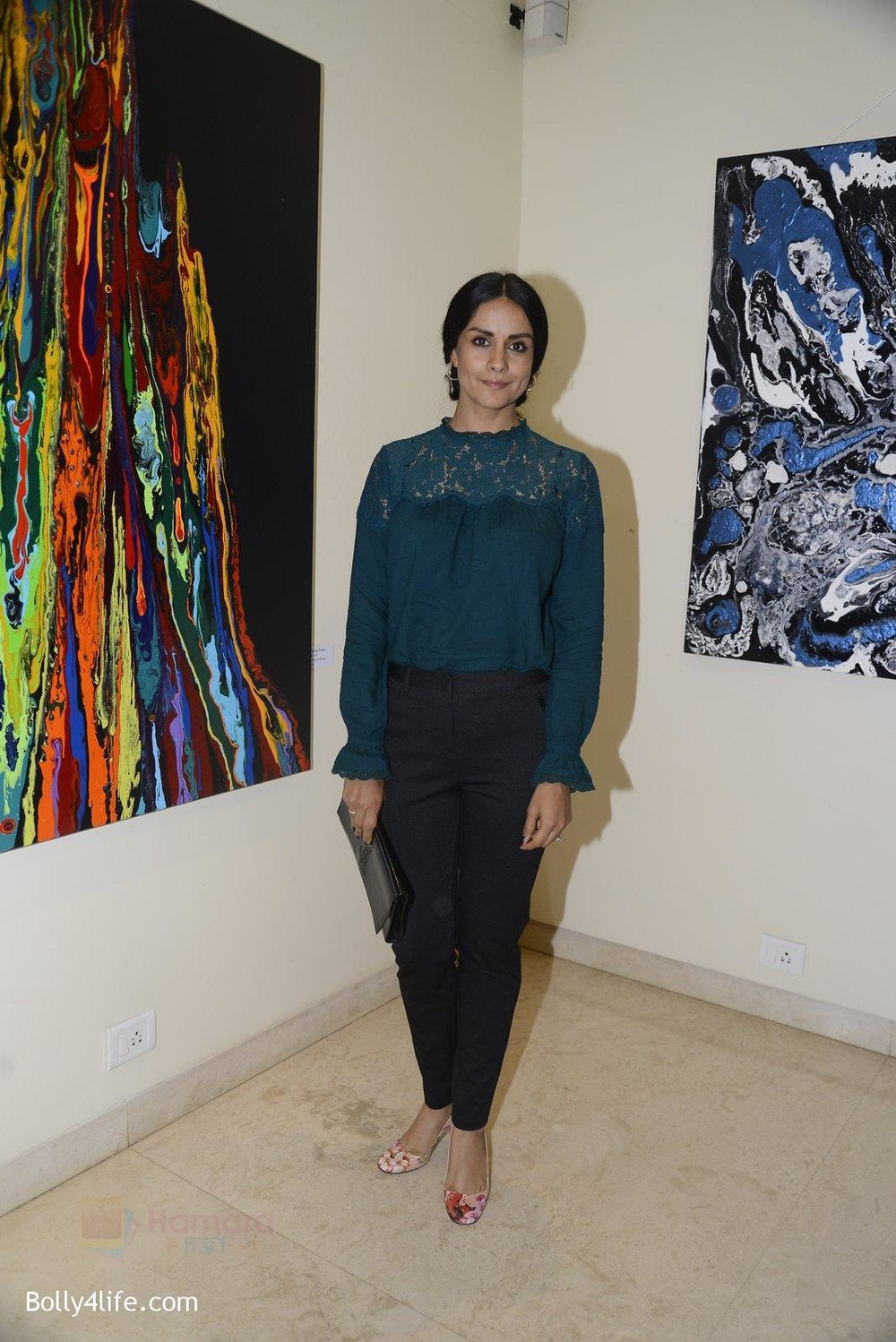 Gul-Panag-at-Anu-Malhotra-art-exhibition-in-Mumbai-on-5th-Oct-2016-196.jpg