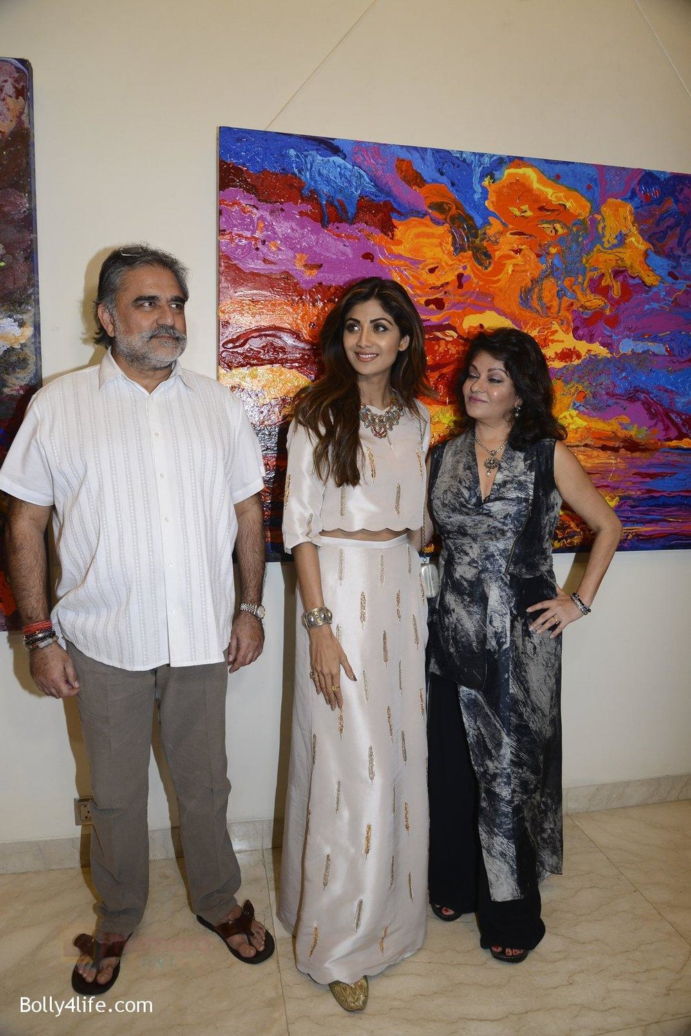 Shilpa-Shetty-at-Anu-Malhotra-art-exhibition-in-Mumbai-on-5th-Oct-2016-87.jpg