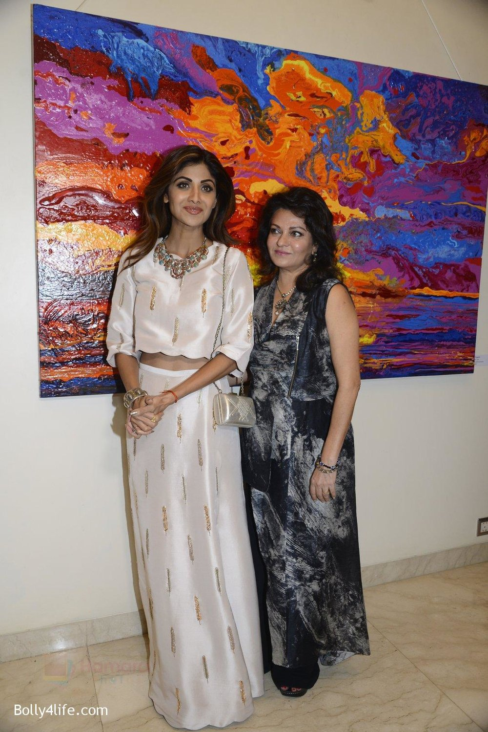 Shilpa-Shetty-at-Anu-Malhotra-art-exhibition-in-Mumbai-on-5th-Oct-2016-90.jpg