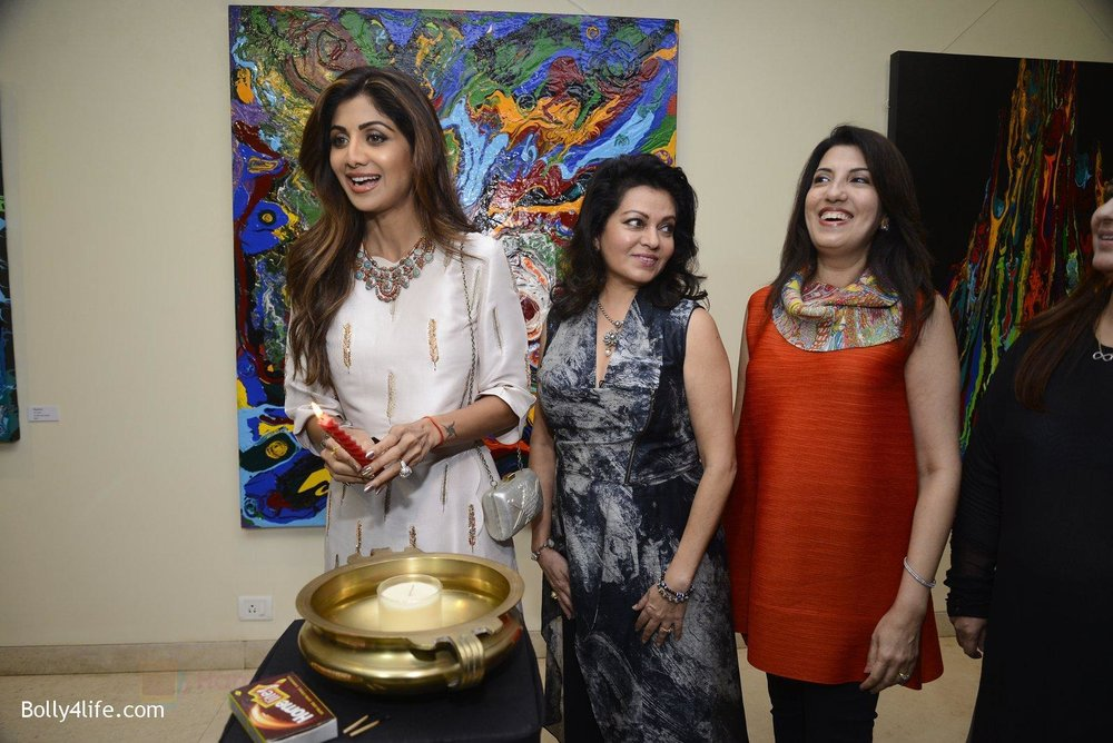 Shilpa-Shetty-at-Anu-Malhotra-art-exhibition-in-Mumbai-on-5th-Oct-2016-92.jpg