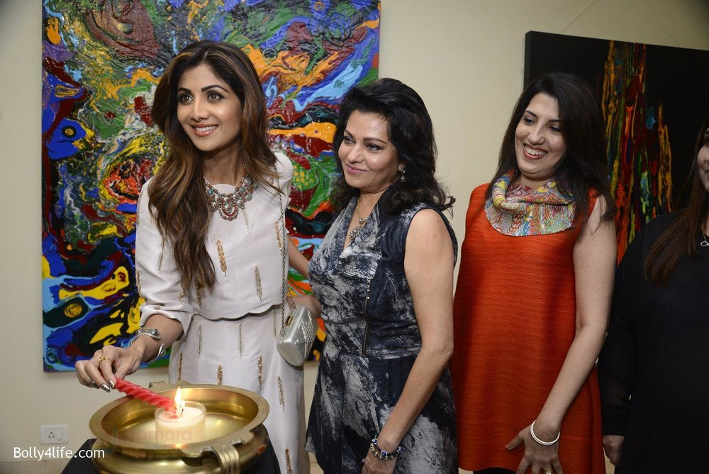 Shilpa-Shetty-at-Anu-Malhotra-art-exhibition-in-Mumbai-on-5th-Oct-2016-93.jpg
