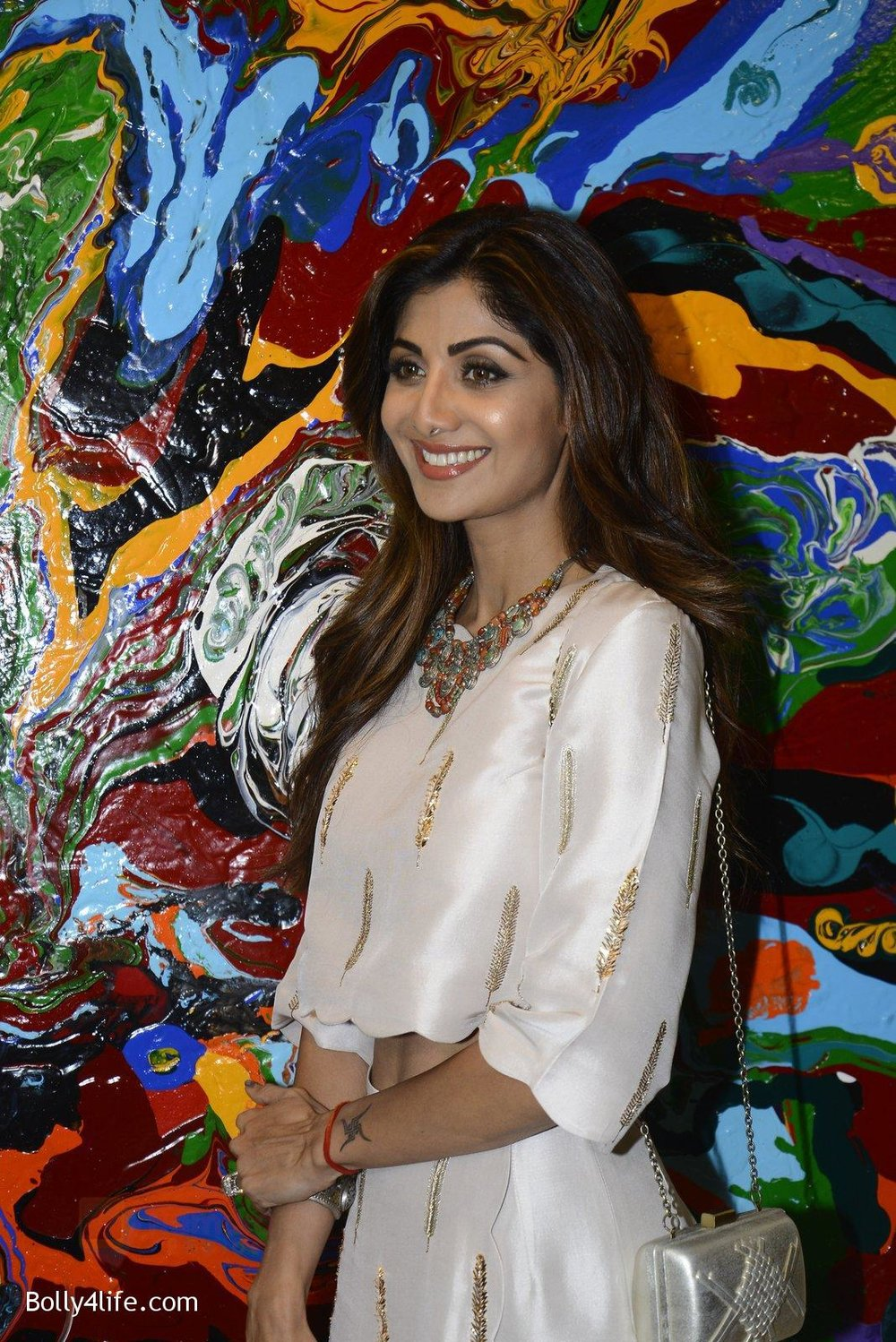 Shilpa-Shetty-at-Anu-Malhotra-art-exhibition-in-Mumbai-on-5th-Oct-2016-111.jpg
