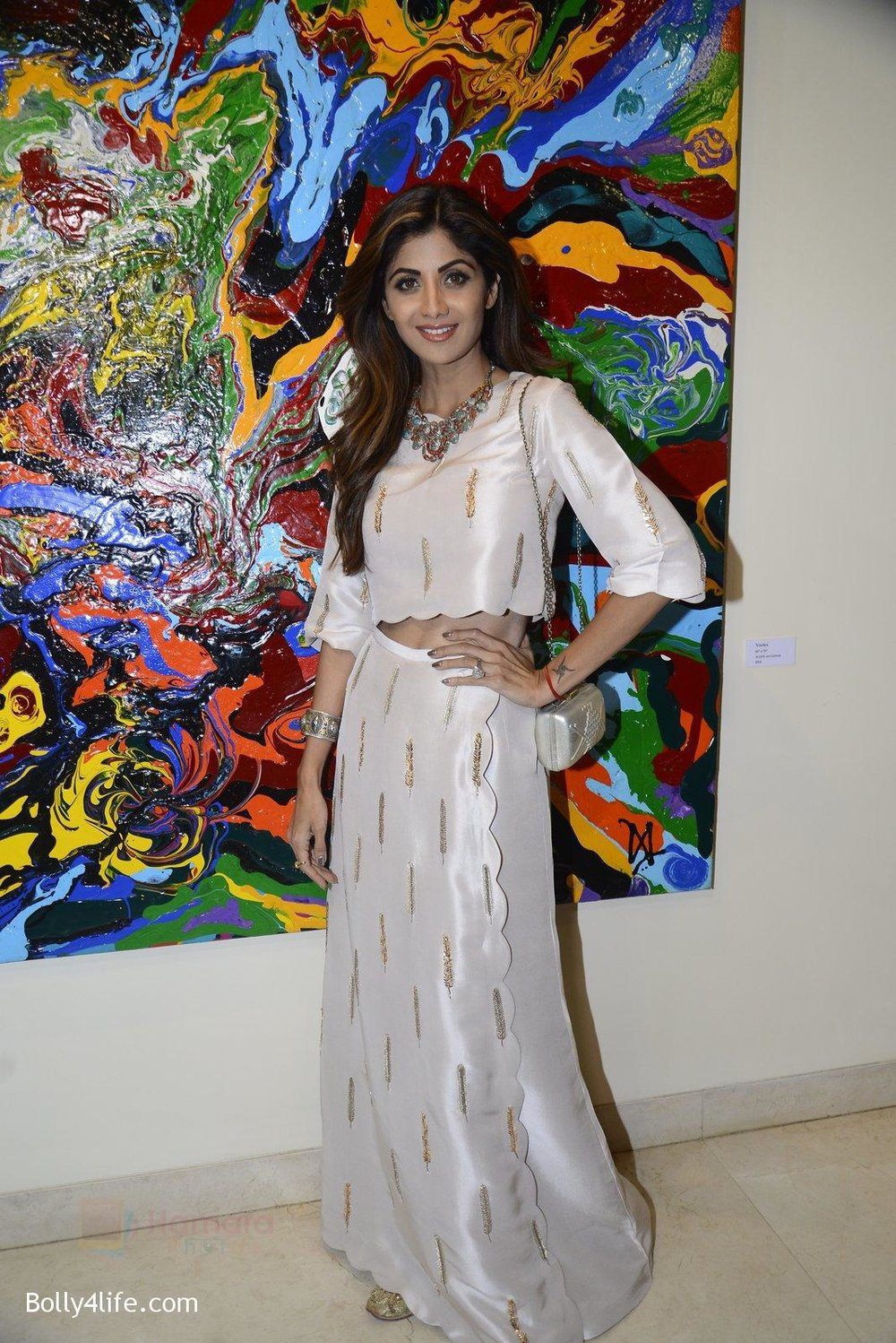 Shilpa-Shetty-at-Anu-Malhotra-art-exhibition-in-Mumbai-on-5th-Oct-2016-114.jpg