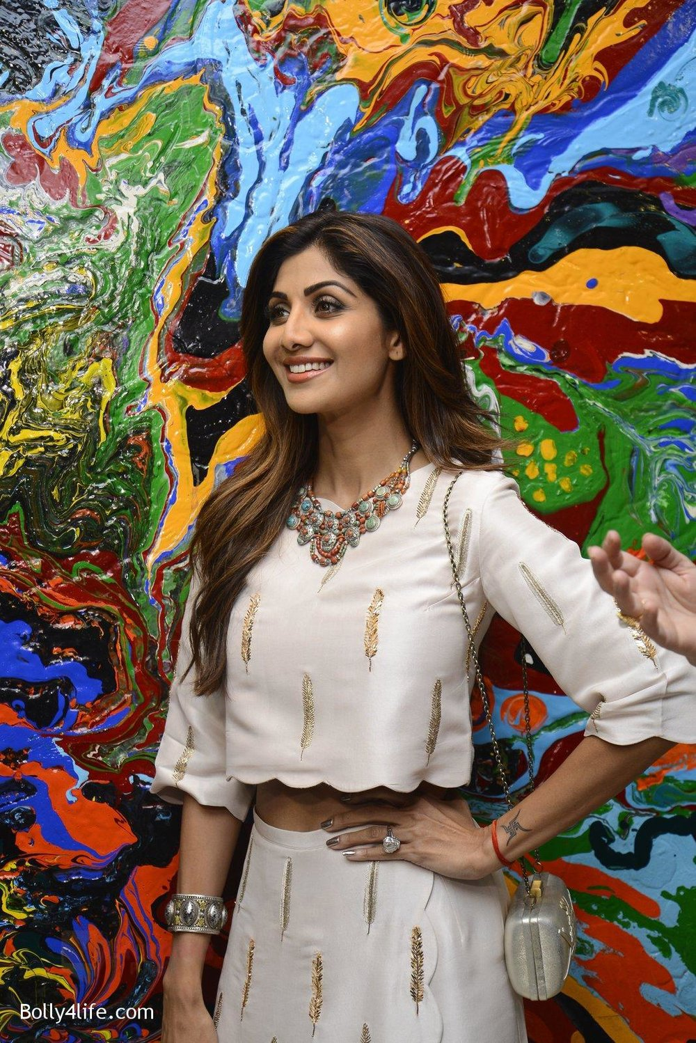 Shilpa-Shetty-at-Anu-Malhotra-art-exhibition-in-Mumbai-on-5th-Oct-2016-116.jpg