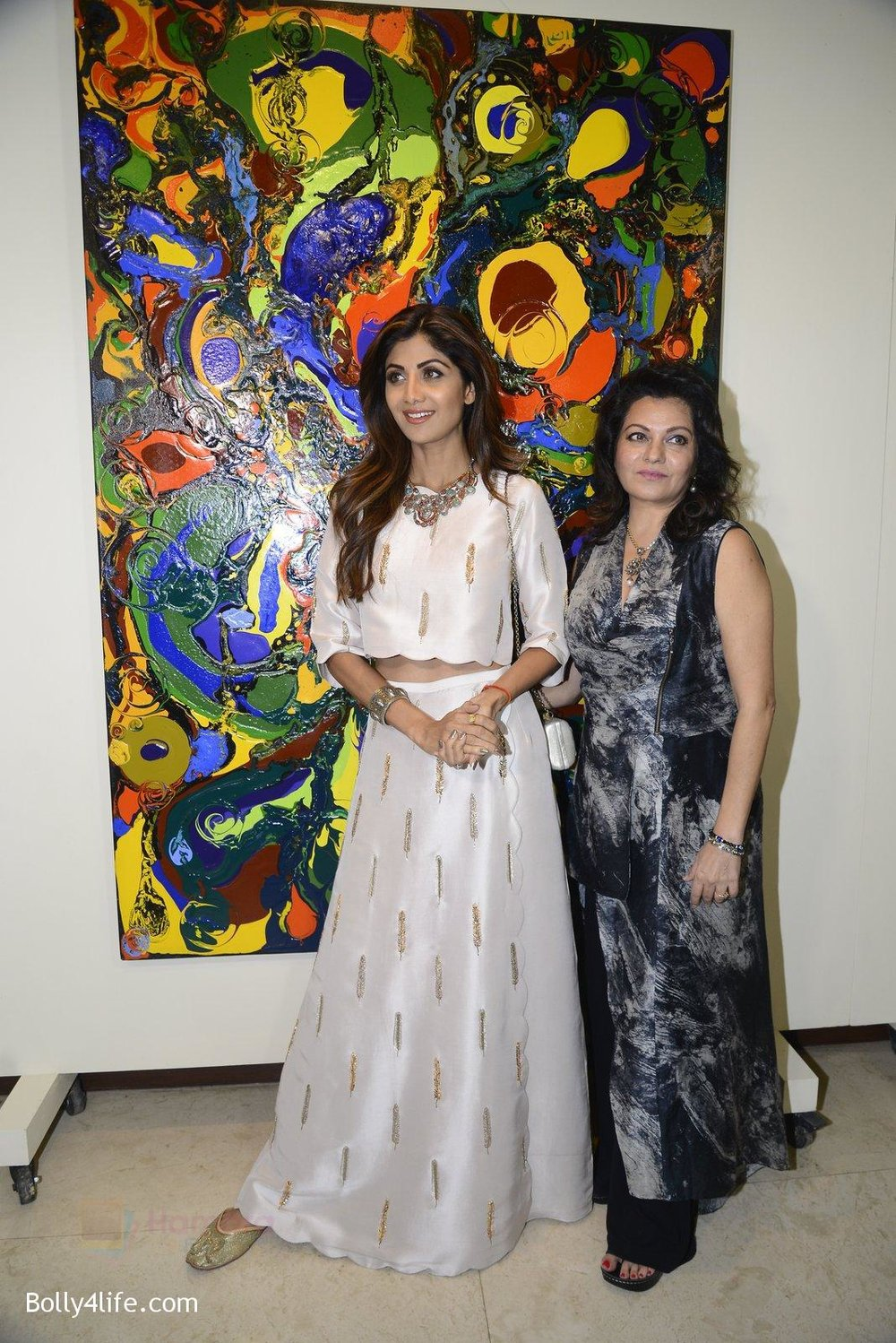 Shilpa-Shetty-at-Anu-Malhotra-art-exhibition-in-Mumbai-on-5th-Oct-2016-121.jpg