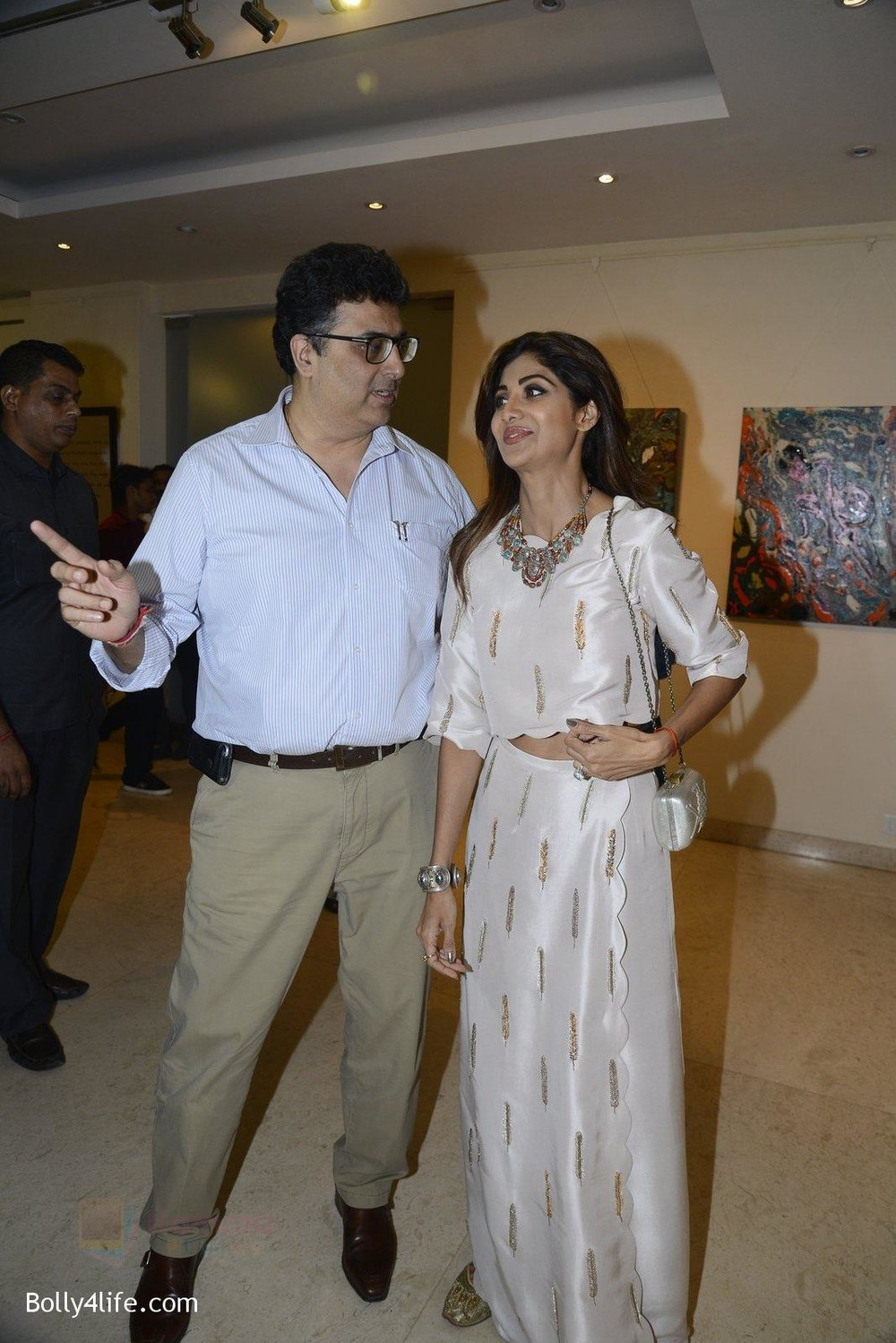 Shilpa-Shetty-at-Anu-Malhotra-art-exhibition-in-Mumbai-on-5th-Oct-2016-150.jpg
