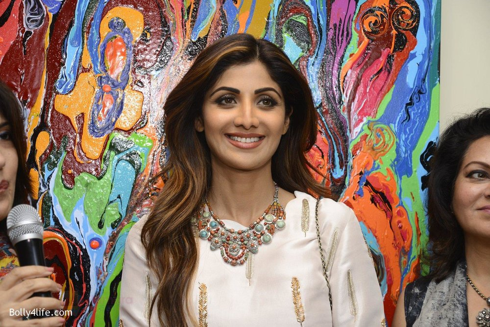 Shilpa-Shetty-at-Anu-Malhotra-art-exhibition-in-Mumbai-on-5th-Oct-2016-152.jpg