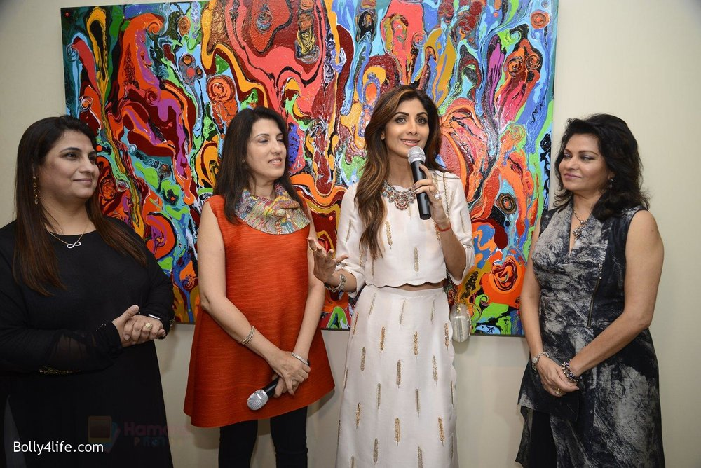 Shilpa-Shetty-at-Anu-Malhotra-art-exhibition-in-Mumbai-on-5th-Oct-2016-154.jpg