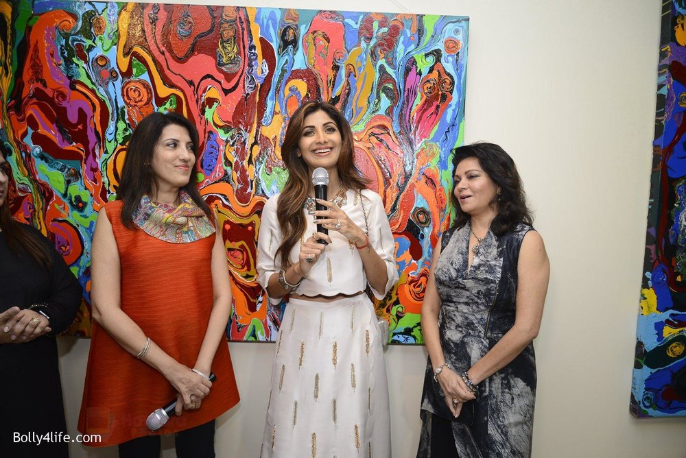 Shilpa-Shetty-at-Anu-Malhotra-art-exhibition-in-Mumbai-on-5th-Oct-2016-155.jpg