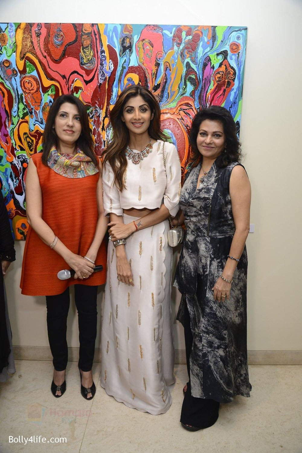 Shilpa-Shetty-at-Anu-Malhotra-art-exhibition-in-Mumbai-on-5th-Oct-2016-157.jpg