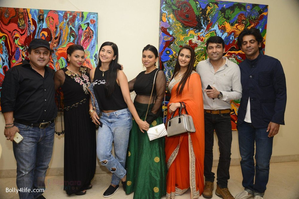 Sunil-Grover-at-Anu-Malhotra-art-exhibition-in-Mumbai-on-5th-Oct-2016-194.jpg