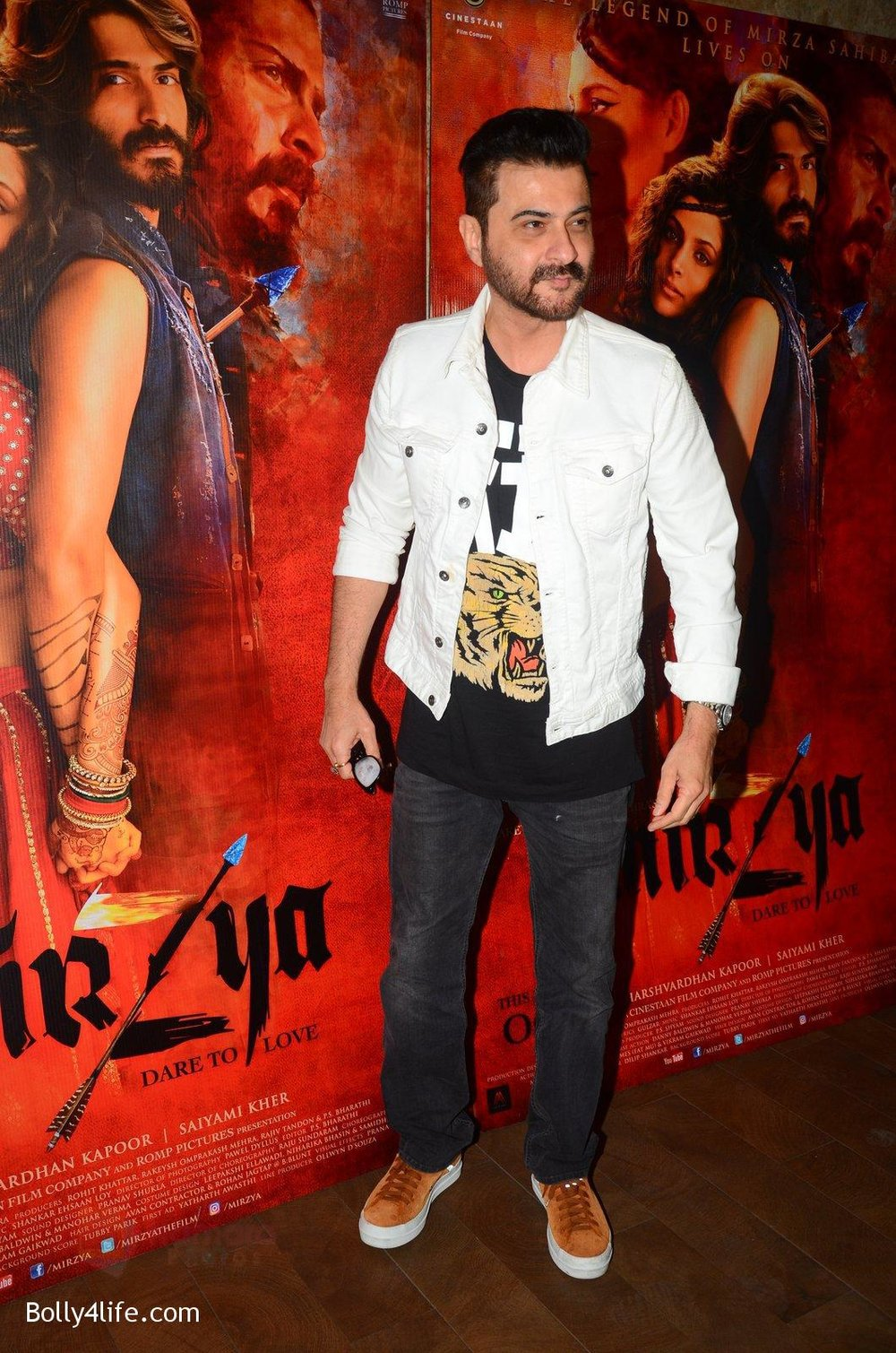 Sanjay-Kapoor-snapped-at-Mirzya-Screening-on-6th-Oct-2016-43.jpg
