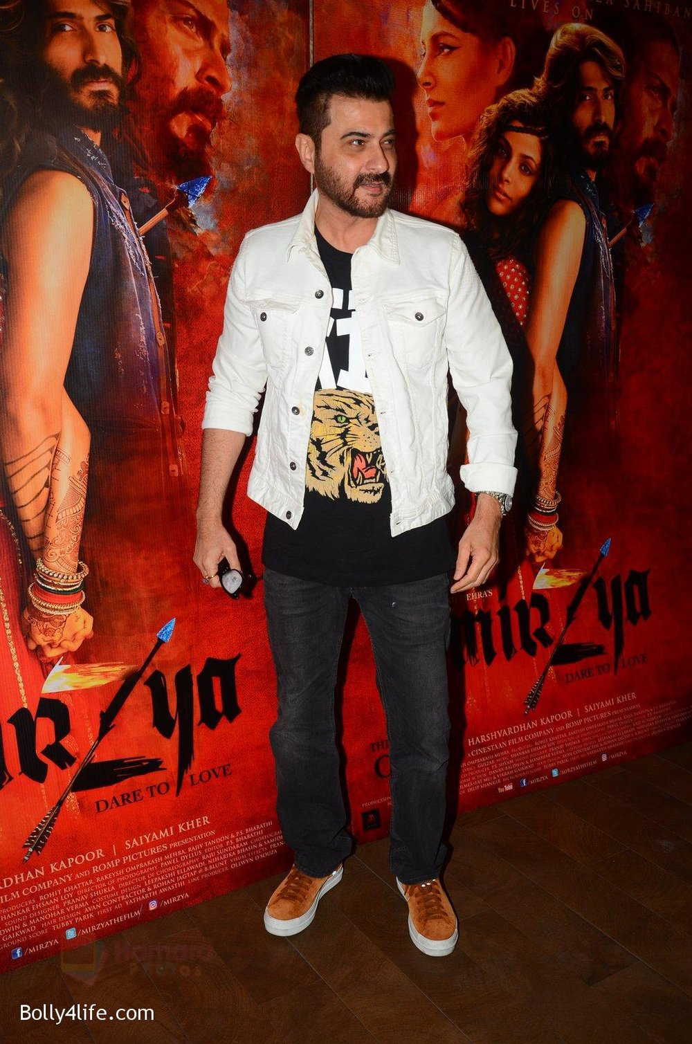 Sanjay-Kapoor-snapped-at-Mirzya-Screening-on-6th-Oct-2016-44.jpg