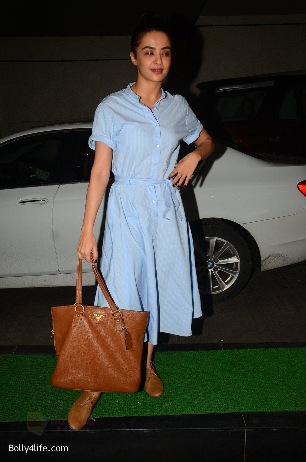 Surveen-Chawla-snapped-at-Mirzya-Screening-on-6th-Oct-2016-36.jpg