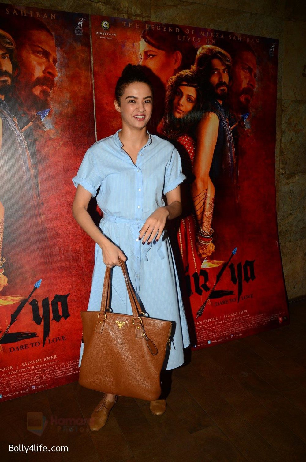Surveen-Chawla-snapped-at-Mirzya-Screening-on-6th-Oct-2016-40.jpg