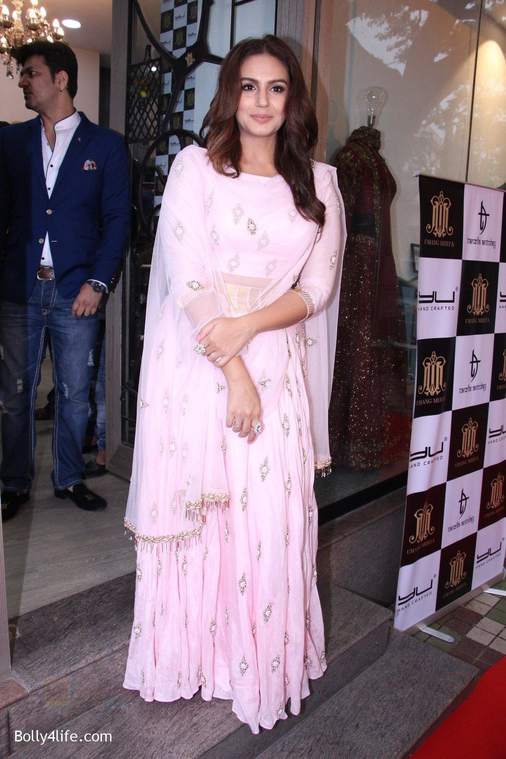Huma-Qureshi-at-Tanzila-Antulay-store-preview-on-6th-Oct-2016-4.jpg
