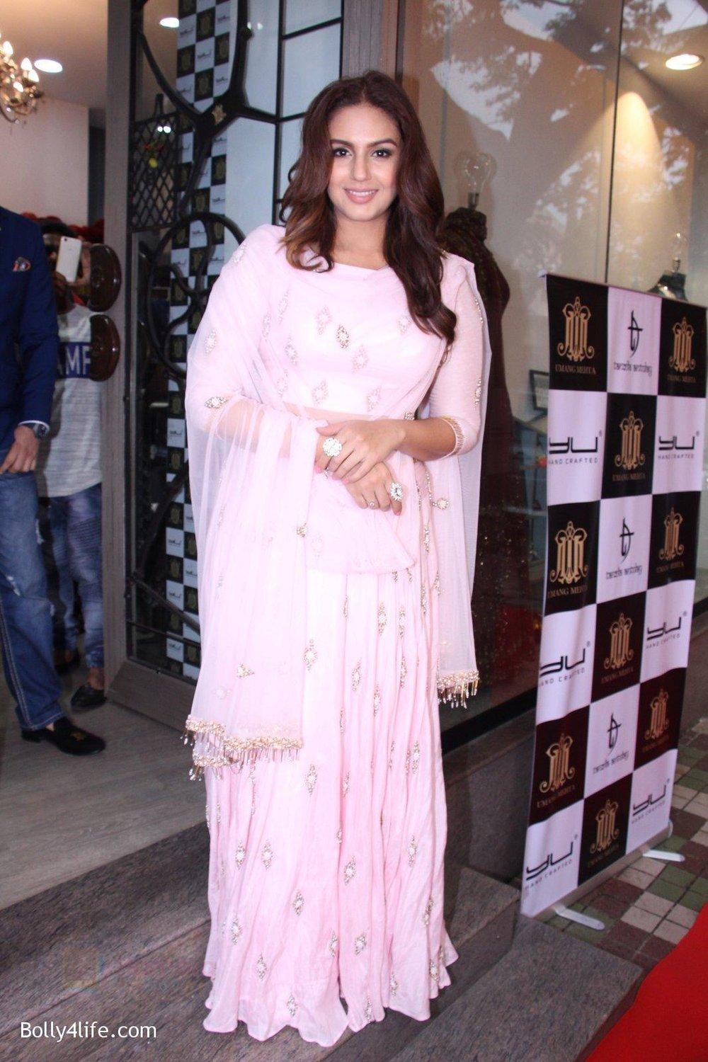 Huma-Qureshi-at-Tanzila-Antulay-store-preview-on-6th-Oct-2016-6.jpg