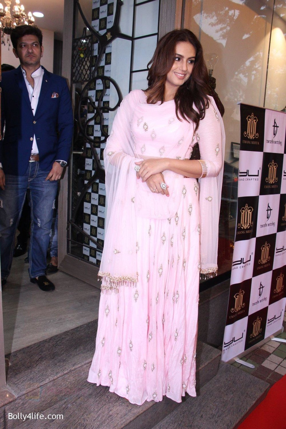 Huma-Qureshi-at-Tanzila-Antulay-store-preview-on-6th-Oct-2016-8.jpg