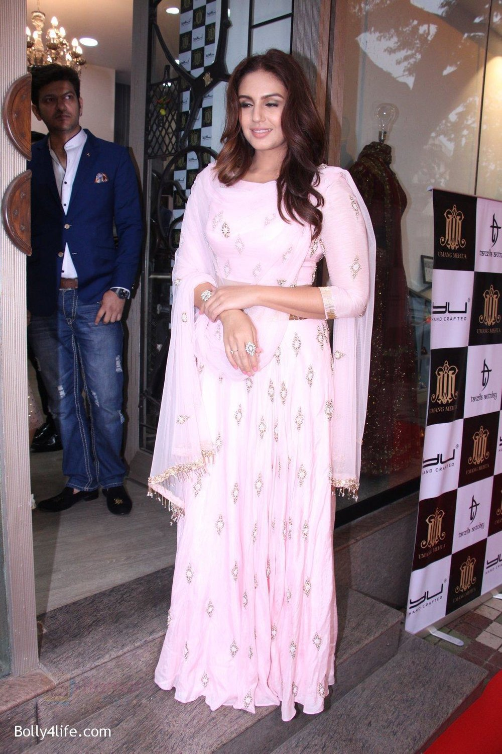 Huma-Qureshi-at-Tanzila-Antulay-store-preview-on-6th-Oct-2016-11.jpg