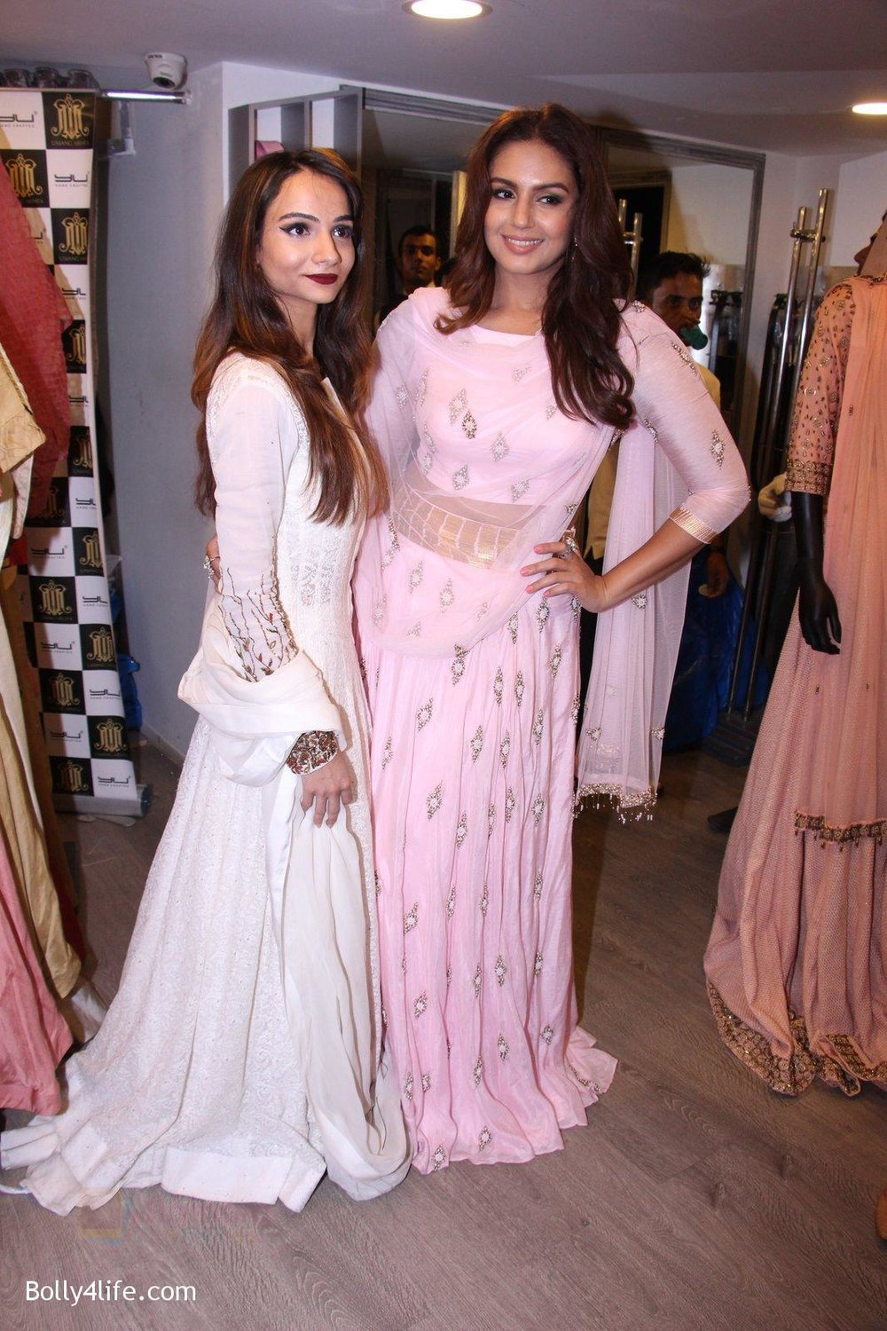 Huma-Qureshi-at-Tanzila-Antulay-store-preview-on-6th-Oct-2016-33.jpg