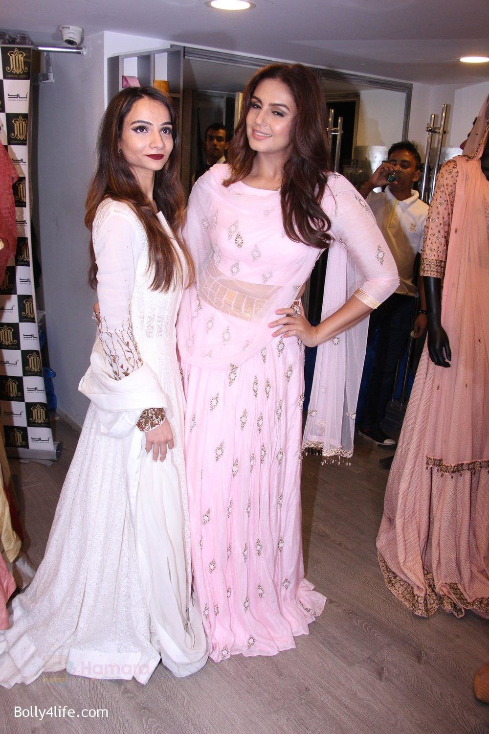 Huma-Qureshi-at-Tanzila-Antulay-store-preview-on-6th-Oct-2016-36.jpg
