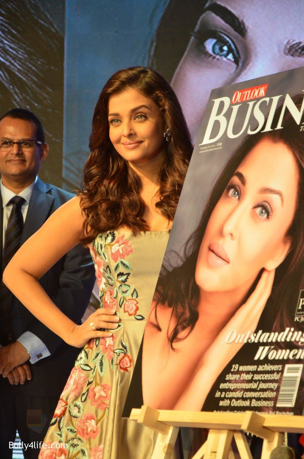 Aishwarya-Rai-Bachchan-at-Outlook-Business-Women-Awards-on-7th-Oct-2016-154.jpg