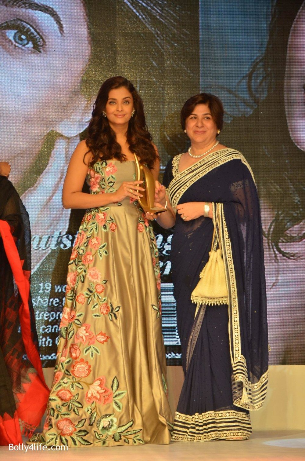 Aishwarya-Rai-Bachchan-at-Outlook-Business-Women-Awards-on-7th-Oct-2016-169.jpg