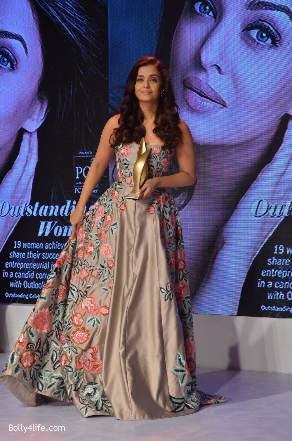 Aishwarya-Rai-Bachchan-at-Outlook-Business-Women-Awards-on-7th-Oct-2016-194.jpg
