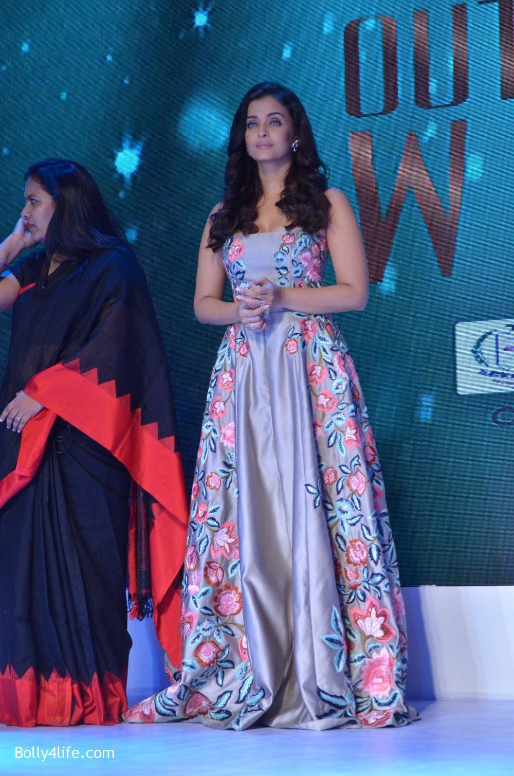 Aishwarya-Rai-Bachchan-at-Outlook-Business-Women-Awards-on-7th-Oct-2016-212.jpg