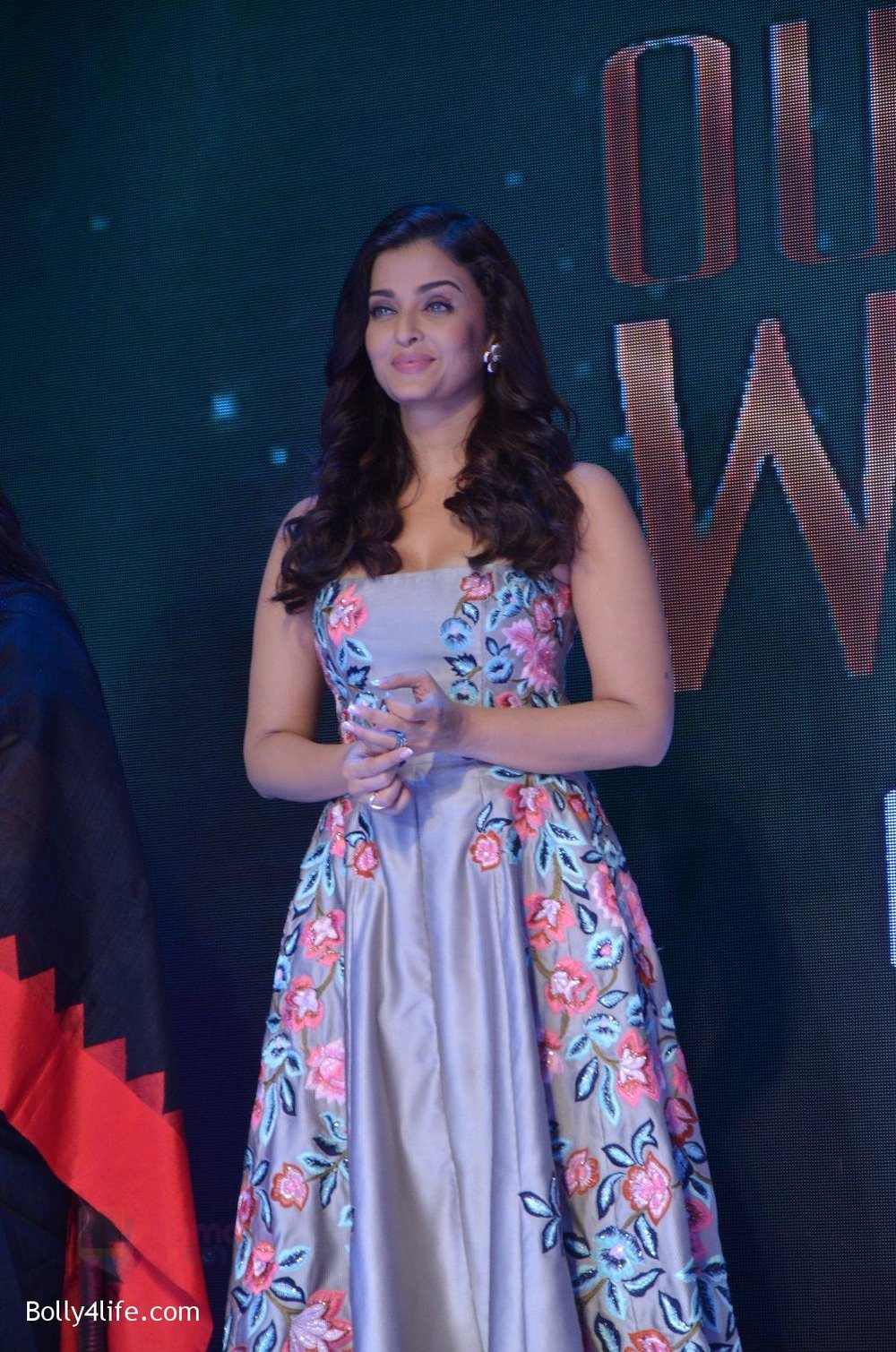 Aishwarya-Rai-Bachchan-at-Outlook-Business-Women-Awards-on-7th-Oct-2016-214.jpg