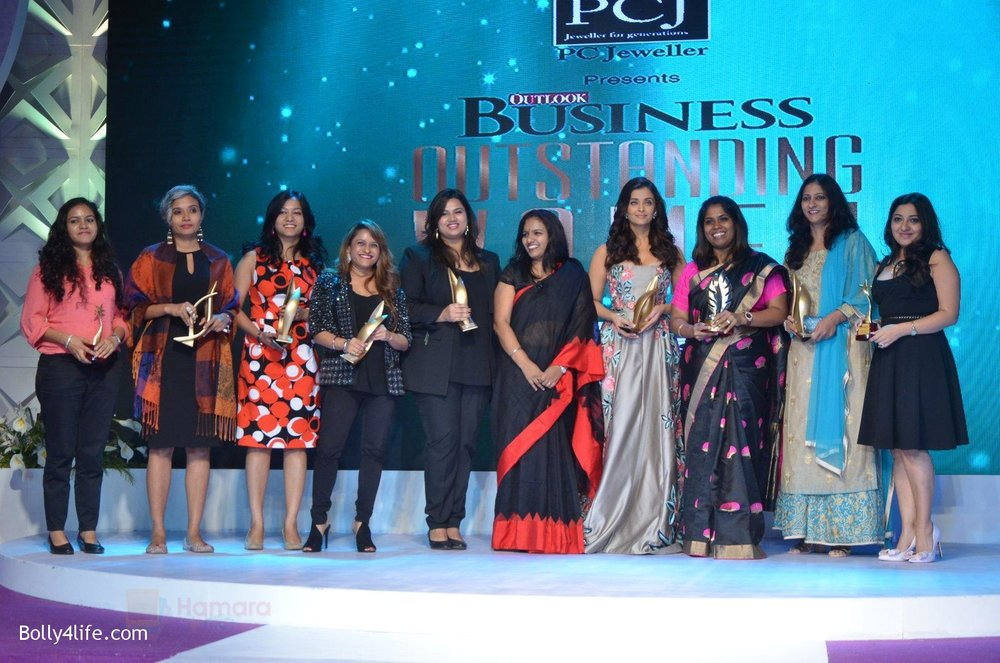 Aishwarya-Rai-Bachchan-at-Outlook-Business-Women-Awards-on-7th-Oct-2016-221.jpg