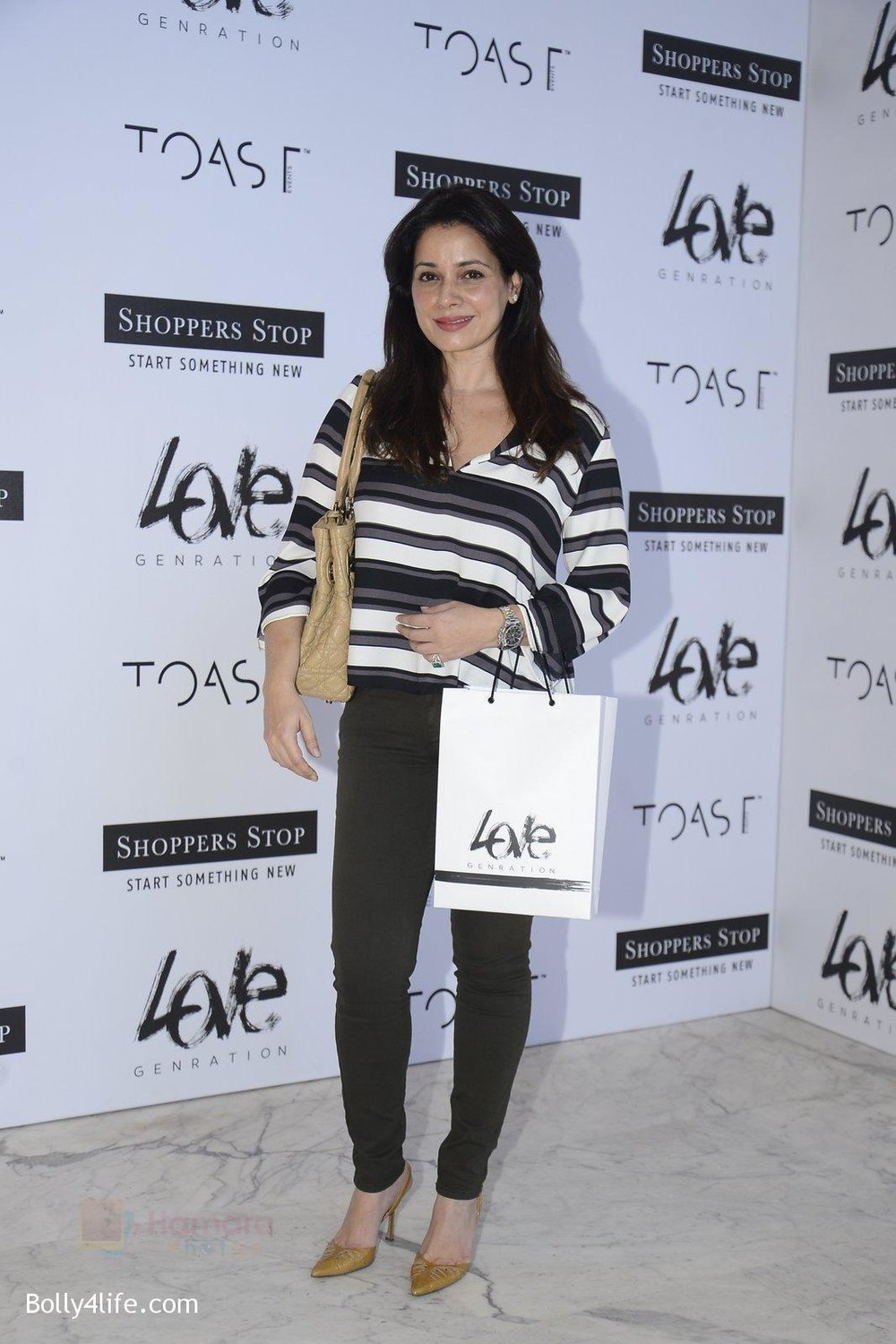 Neelam-Kothari-at-Love-Generation-launch-at-Shoppers-Stop-on-7th-Oct-2016-75.jpg