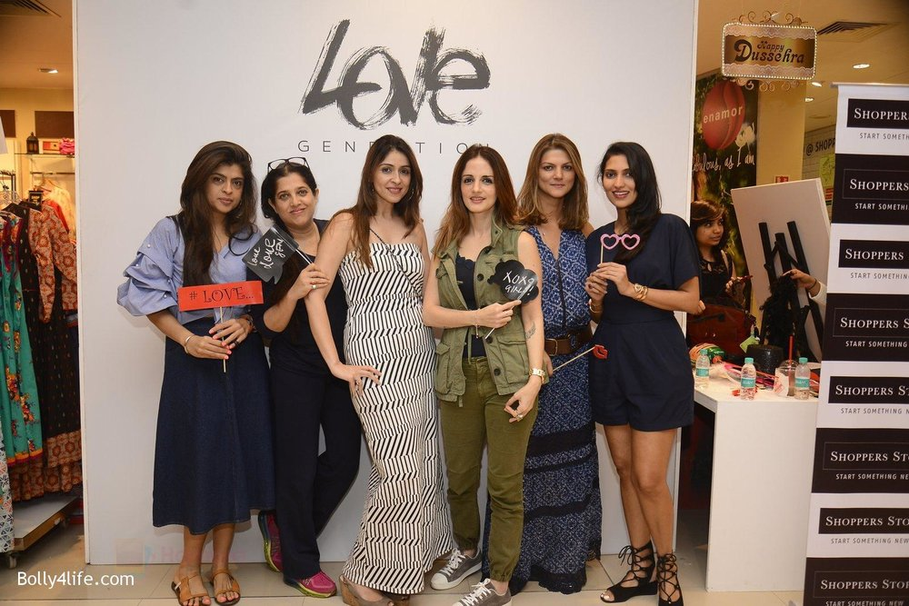Suzanne-Khan-at-Love-Generation-launch-at-Shoppers-Stop-on-7th-Oct-2016-246.jpg
