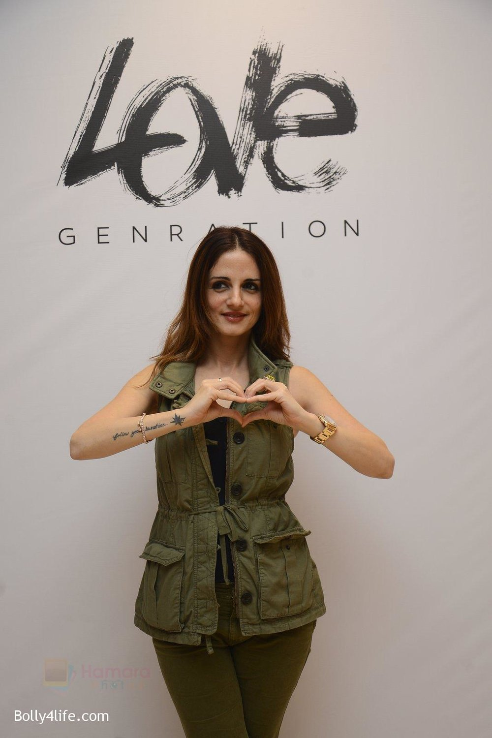 Suzanne-Khan-at-Love-Generation-launch-at-Shoppers-Stop-on-7th-Oct-2016-249.jpg