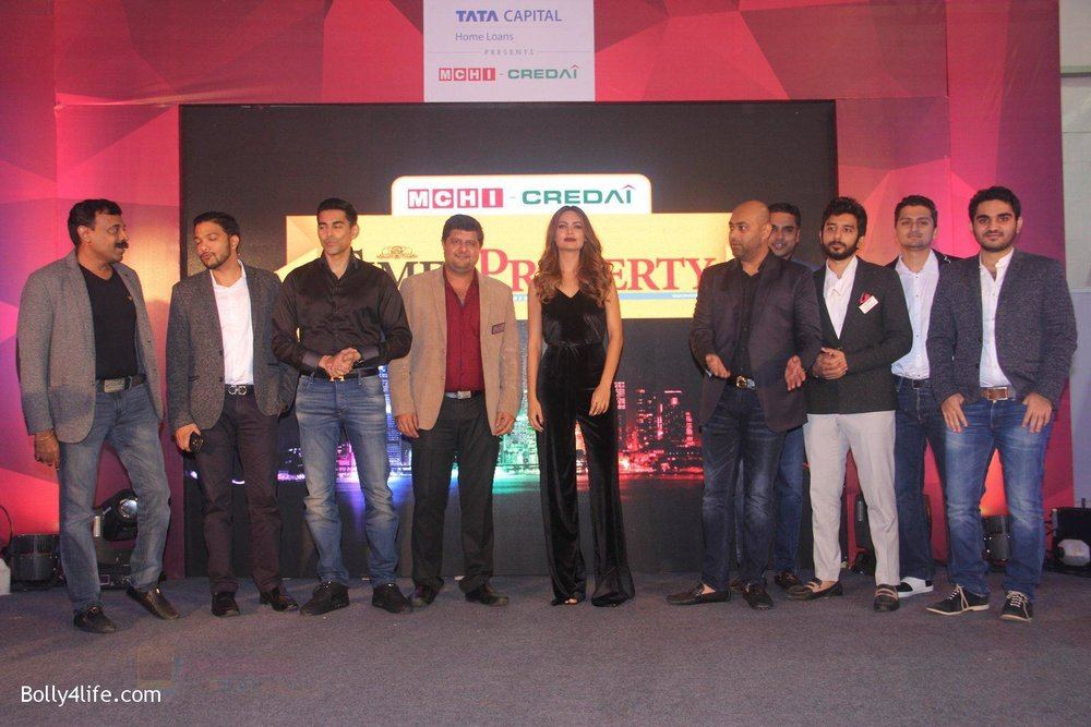 Esha-Gupta-at-Times-Property-event-on-8th-Oct-2016-8.jpg
