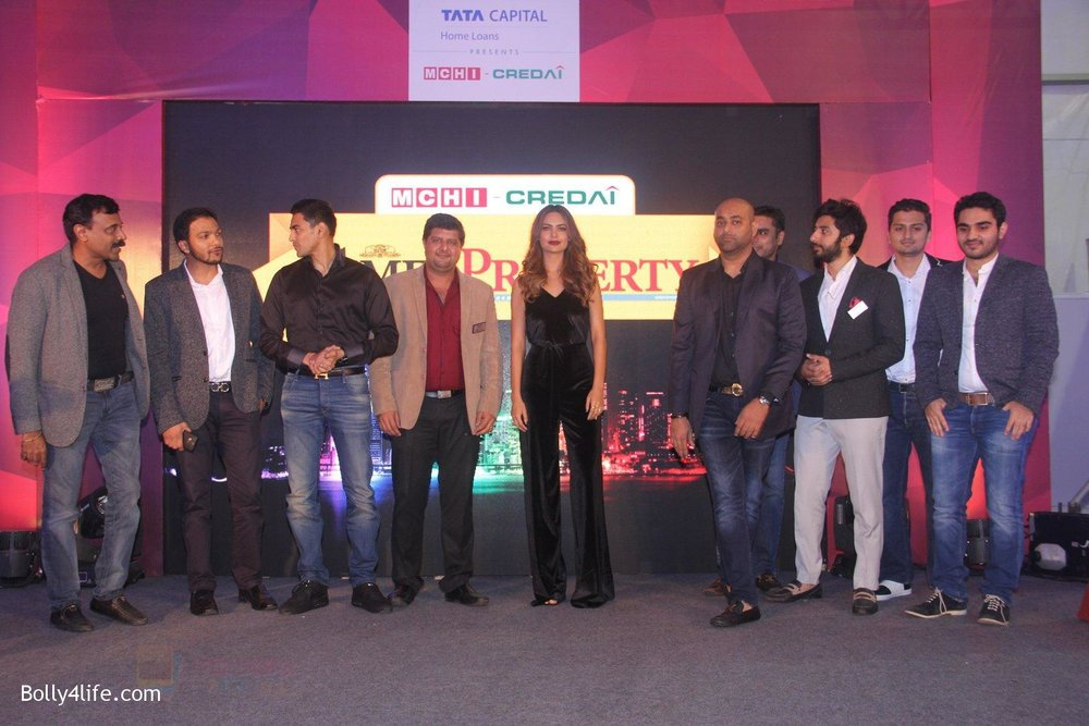 Esha-Gupta-at-Times-Property-event-on-8th-Oct-2016-10.jpg