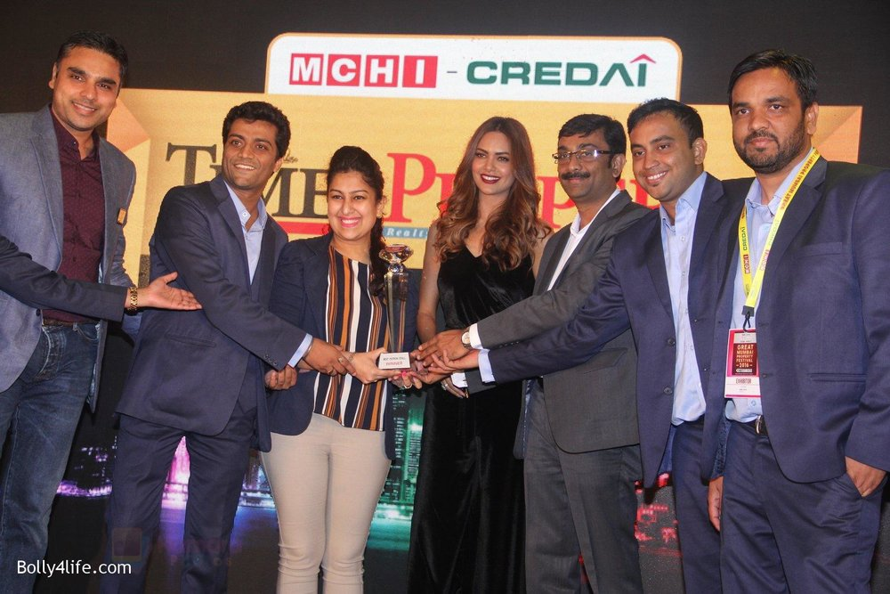Esha-Gupta-at-Times-Property-event-on-8th-Oct-2016-12.jpg