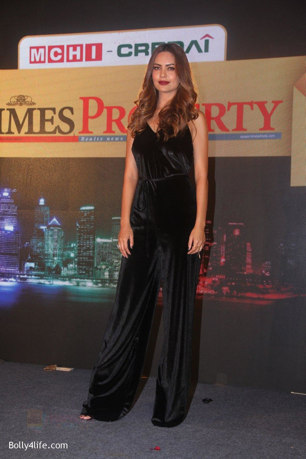 Esha-Gupta-at-Times-Property-event-on-8th-Oct-2016-22.jpg