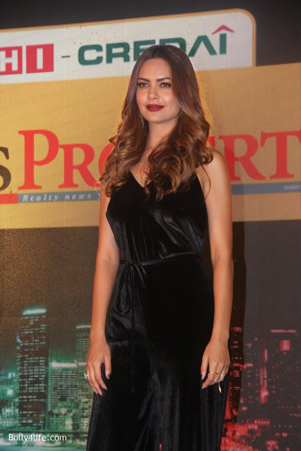 Esha-Gupta-at-Times-Property-event-on-8th-Oct-2016-24.jpg