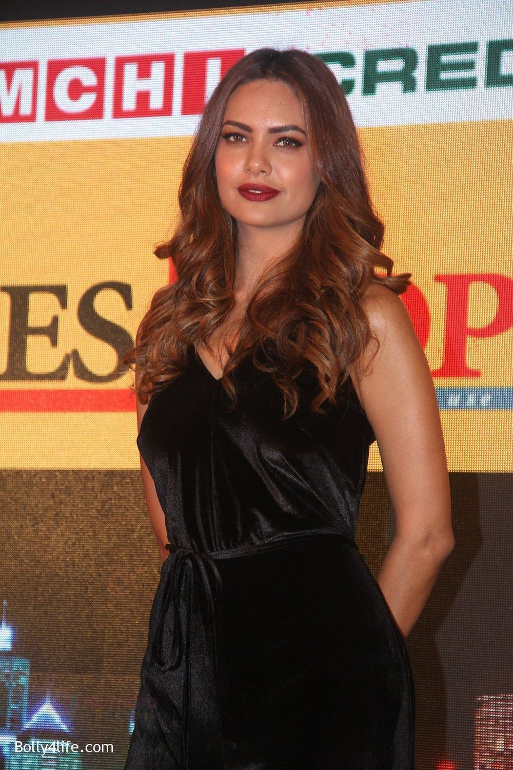 Esha-Gupta-at-Times-Property-event-on-8th-Oct-2016-28.jpg